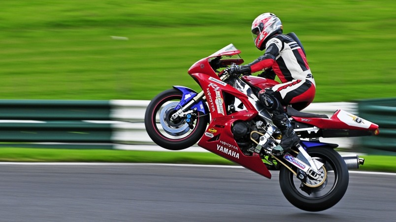 Yamaha R1 Wheelie wallpaper