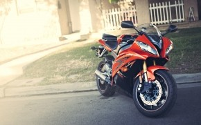 Yamaha R6 Orange