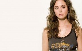 Eliza Dushku Peace Medallion wallpaper