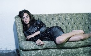Eliza Dushku Sofa wallpaper