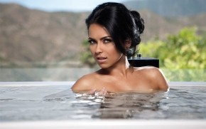 Inna Jacuzzi wallpaper