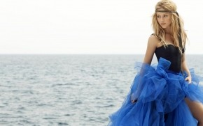Shakira Blue Dress wallpaper