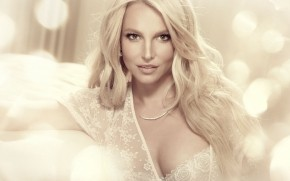 Britney Spears Glamouros wallpaper