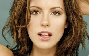 Kate Beckinsale Close Up wallpaper