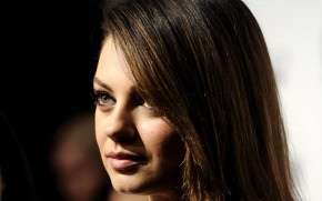 Mila Kunis Close Up wallpaper