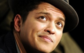 Bruno Mars Look wallpaper