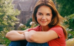 Young Katie Holmes wallpaper