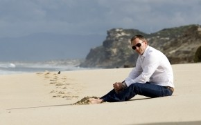 Daniel Craig on the Beach wallpaper