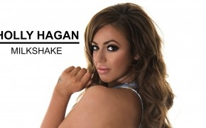 Holly Hagan Look wallpaper