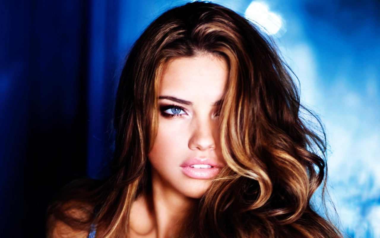 Adriana Lima Style for 1280 x 800 widescreen resolution