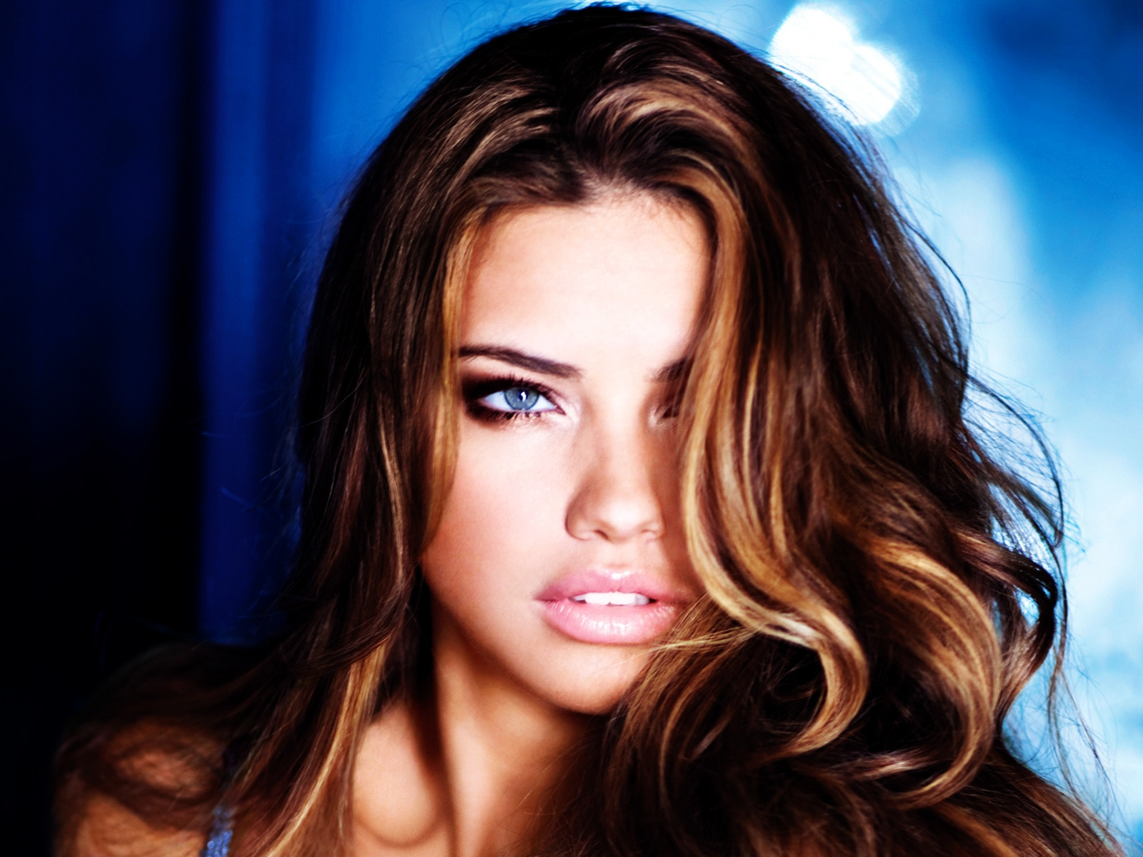 Adriana Lima Style for 1600 x 1200 resolution