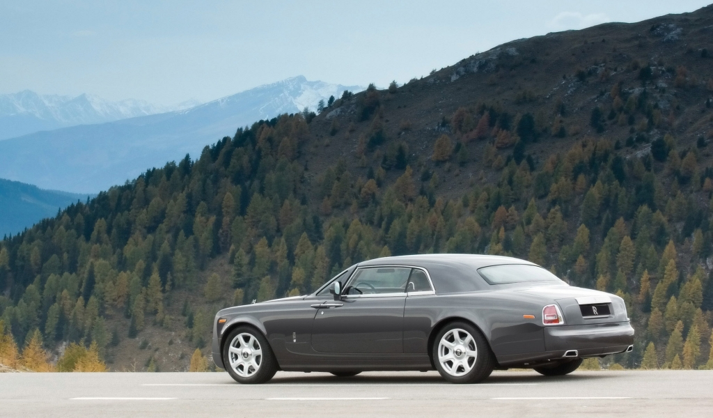 Amazing Rolls Royce Side Angle for 1024 x 600 widescreen resolution
