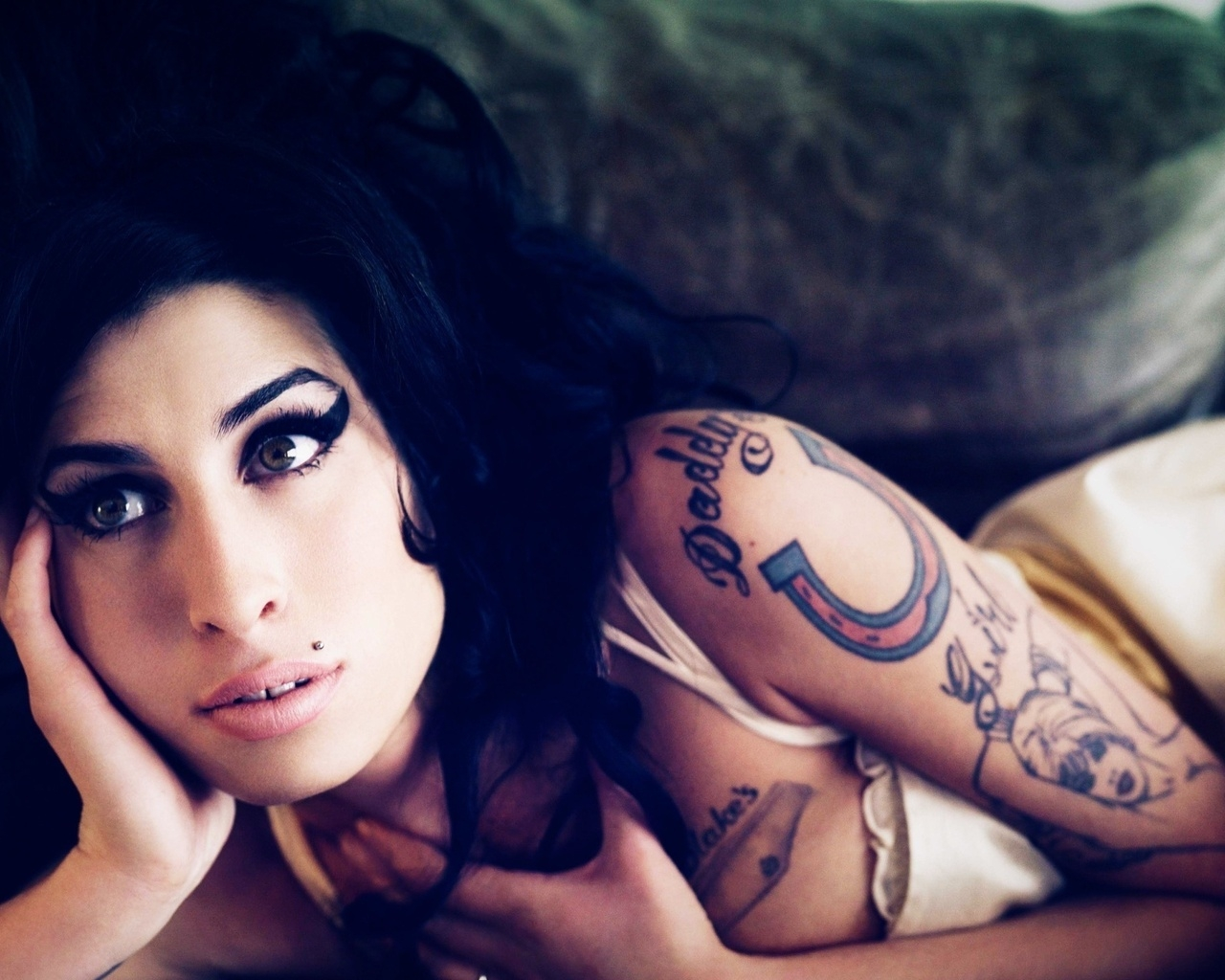 Beautiful Amy Winehouse for 1280 x 1024 resolution