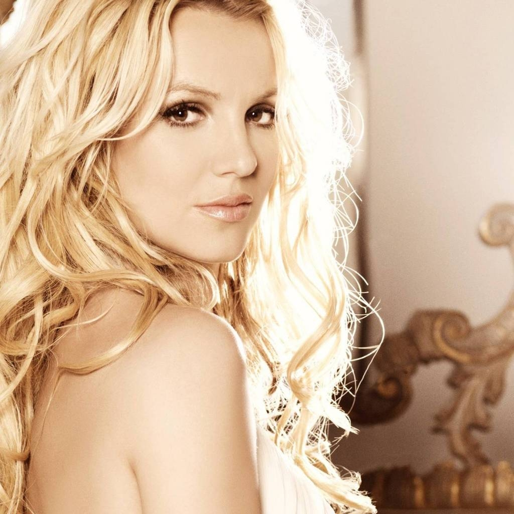Beautiful Britney Spears for 1024 x 1024 iPad resolution