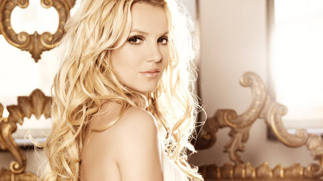 Beautiful Britney Spears for 1366 x 768 HDTV resolution
