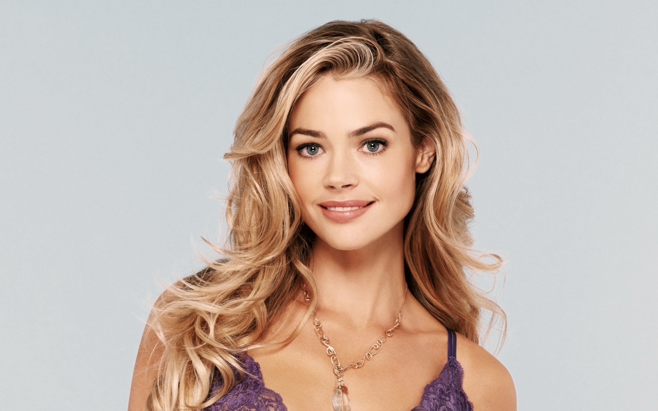 Beautiful Denise Richards  for 1280 x 800 widescreen resolution