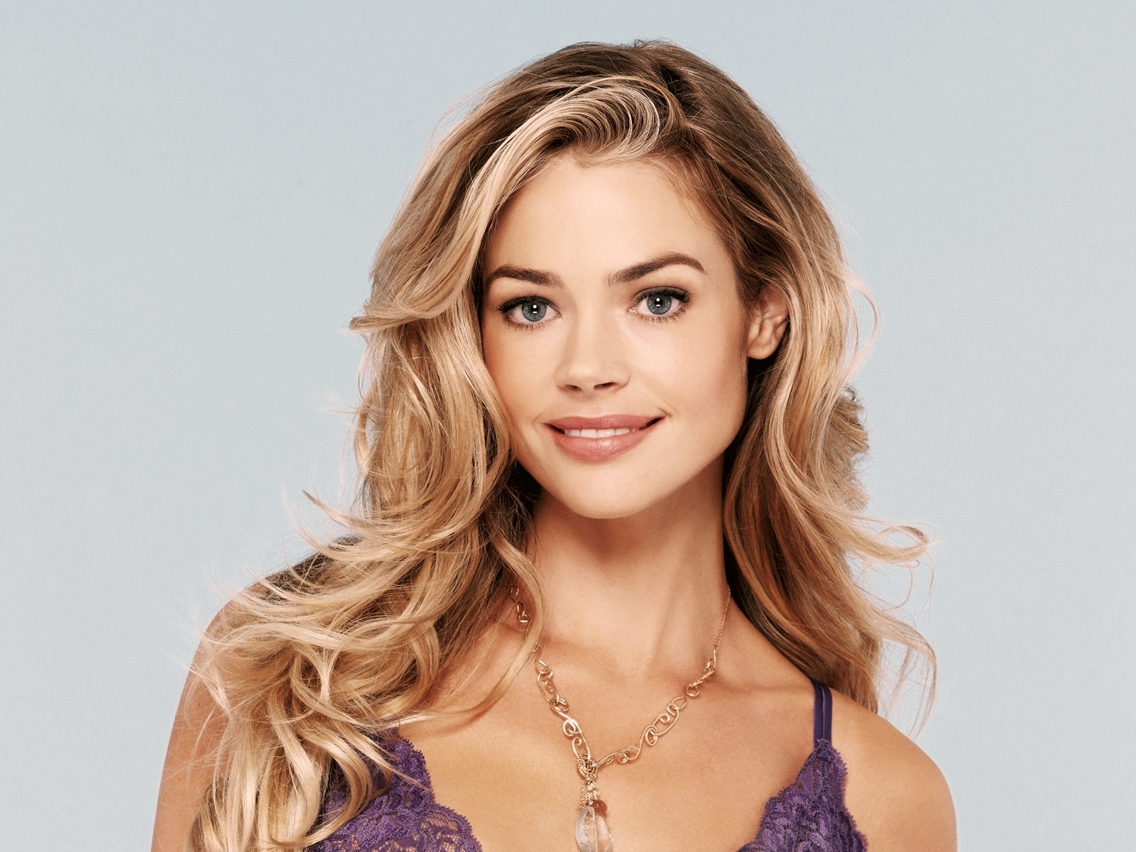 Beautiful Denise Richards  for 1600 x 1200 resolution