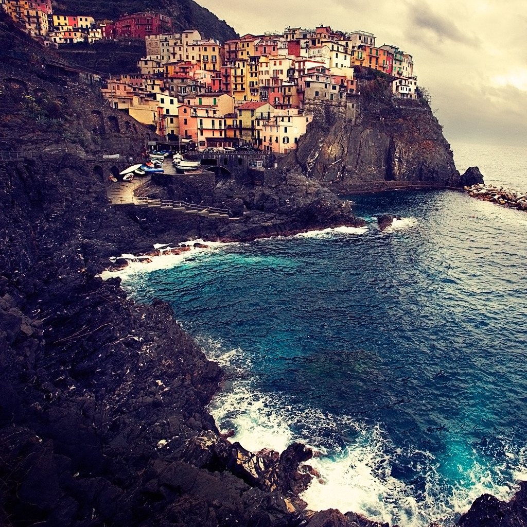Beautiful Manarola for 1024 x 1024 iPad resolution