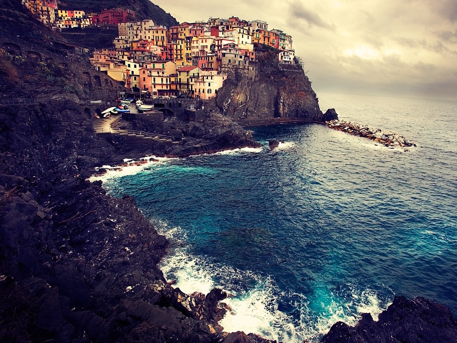 Beautiful Manarola for 1600 x 1200 resolution