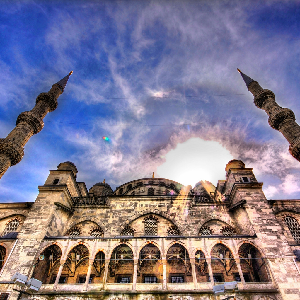 Beautiful Mosque HDR for 1024 x 1024 iPad resolution