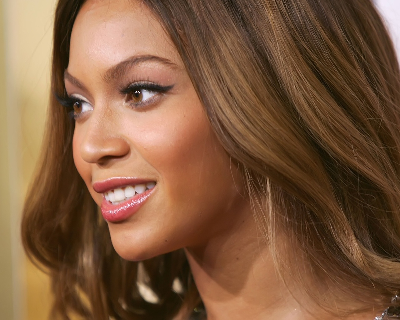 Beyonce Knowles beautiful for 1280 x 1024 resolution