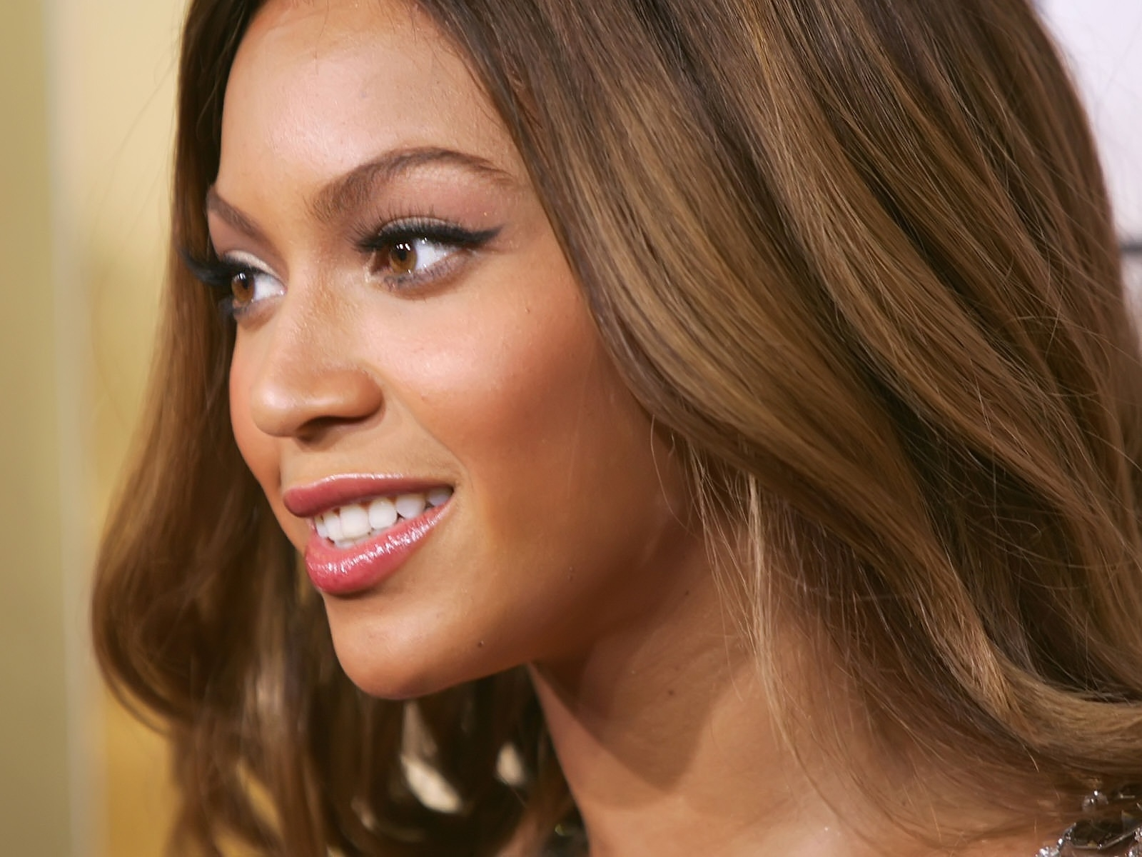 Beyonce Knowles beautiful for 1600 x 1200 resolution