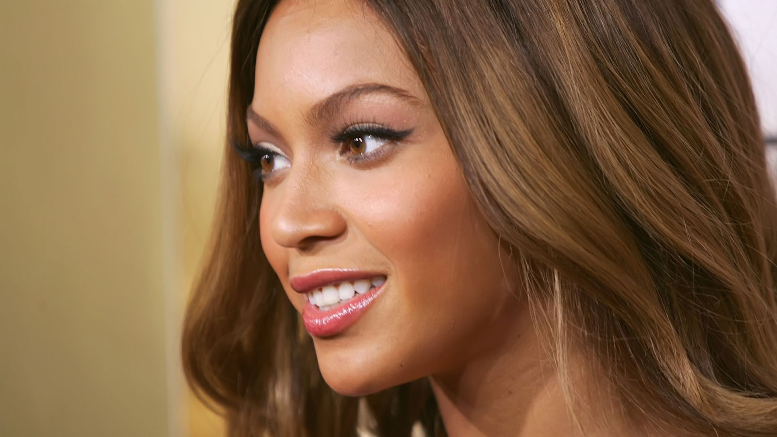 Beyonce Knowles beautiful for 1600 x 900 HDTV resolution