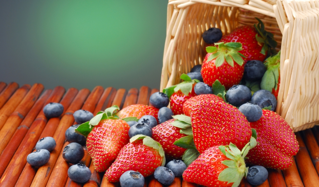 Blueberry and Strawberry for 1024 x 600 widescreen resolution
