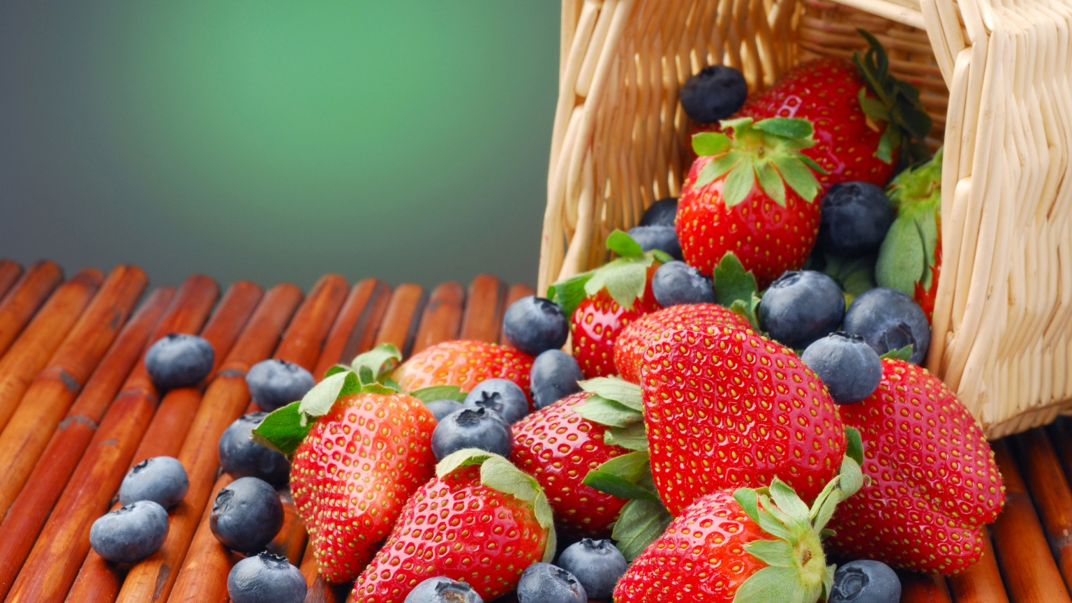 Blueberry and Strawberry for 1536 x 864 HDTV resolution