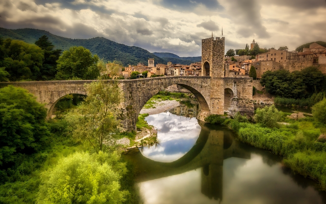 Bridge of Besalu for 1280 x 800 widescreen resolution