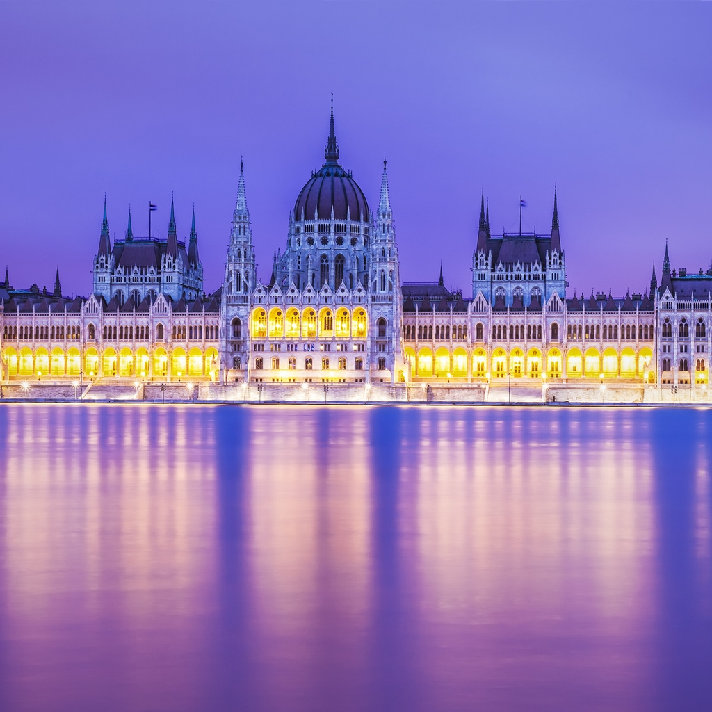 Budapest Parliament Building for 1024 x 1024 iPad resolution