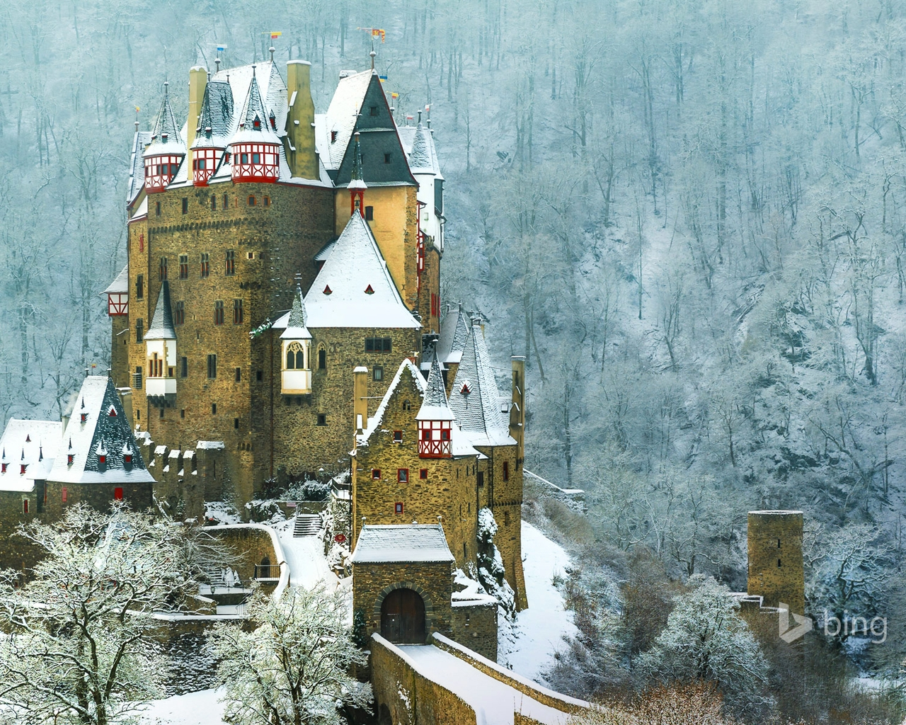 Burg Eltz Castle Germany for 1280 x 1024 resolution