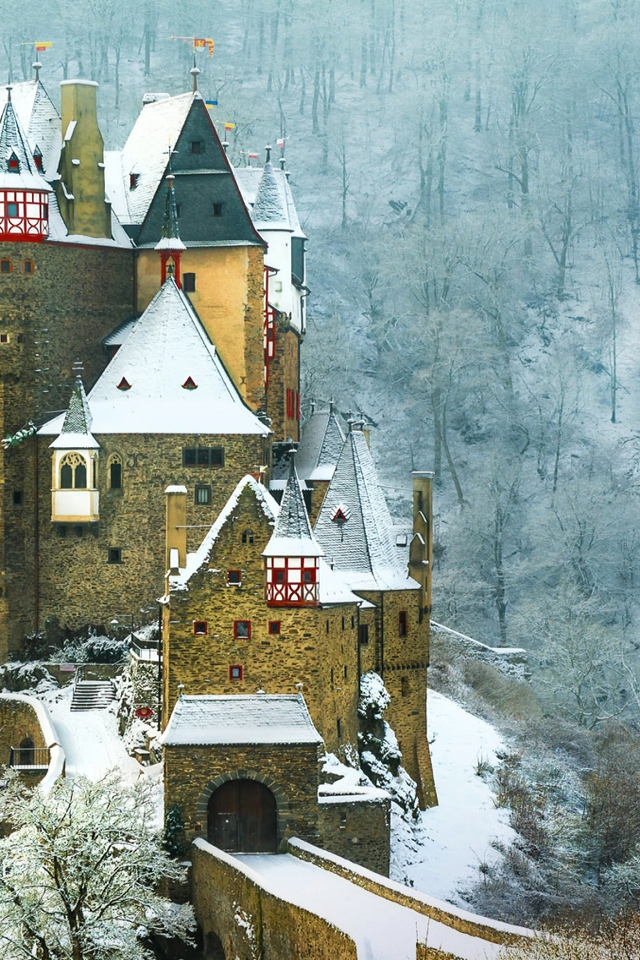 Burg Eltz Castle Germany for 640 x 960 iPhone 4 resolution