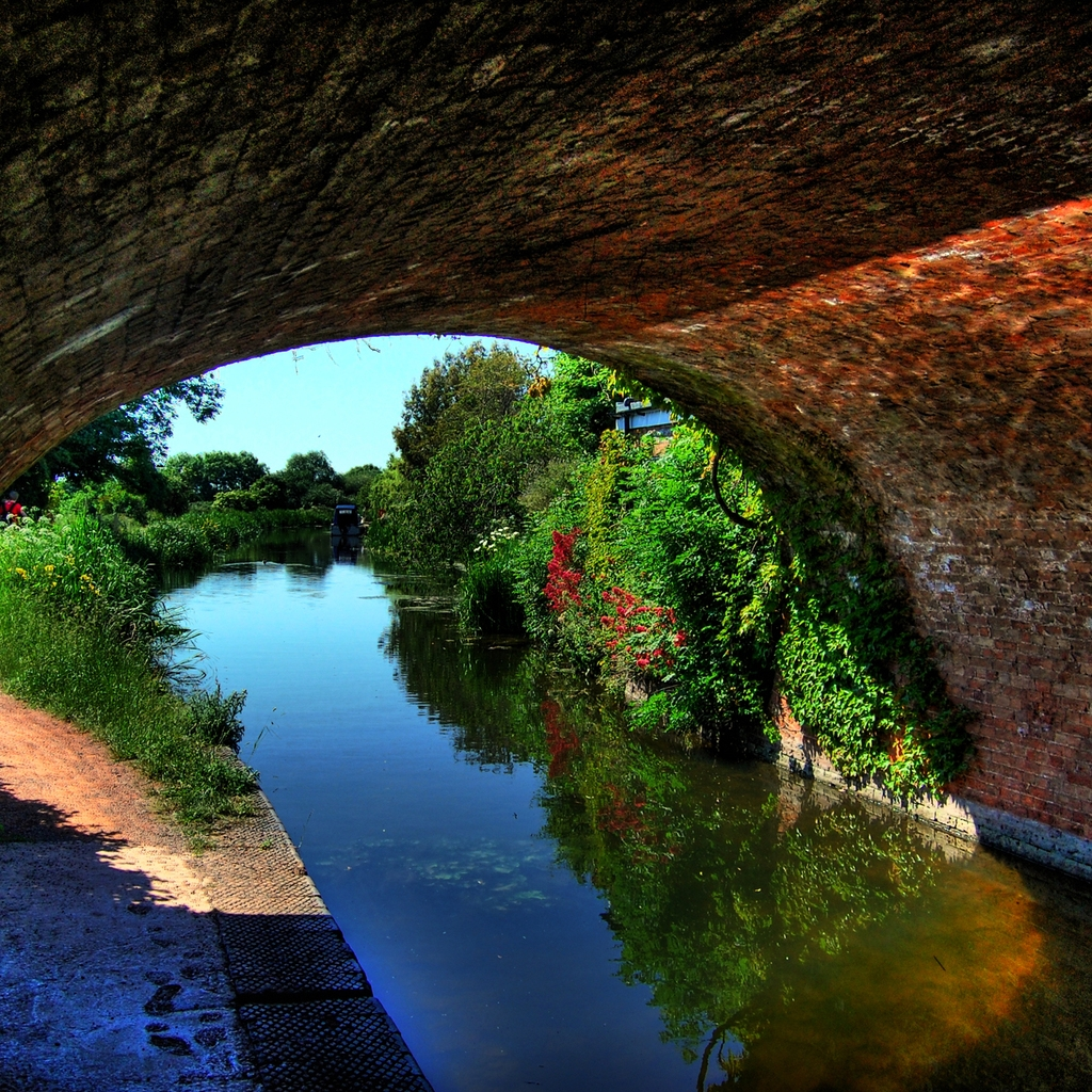 Canal Under An Arched Bridge for 1024 x 1024 iPad resolution