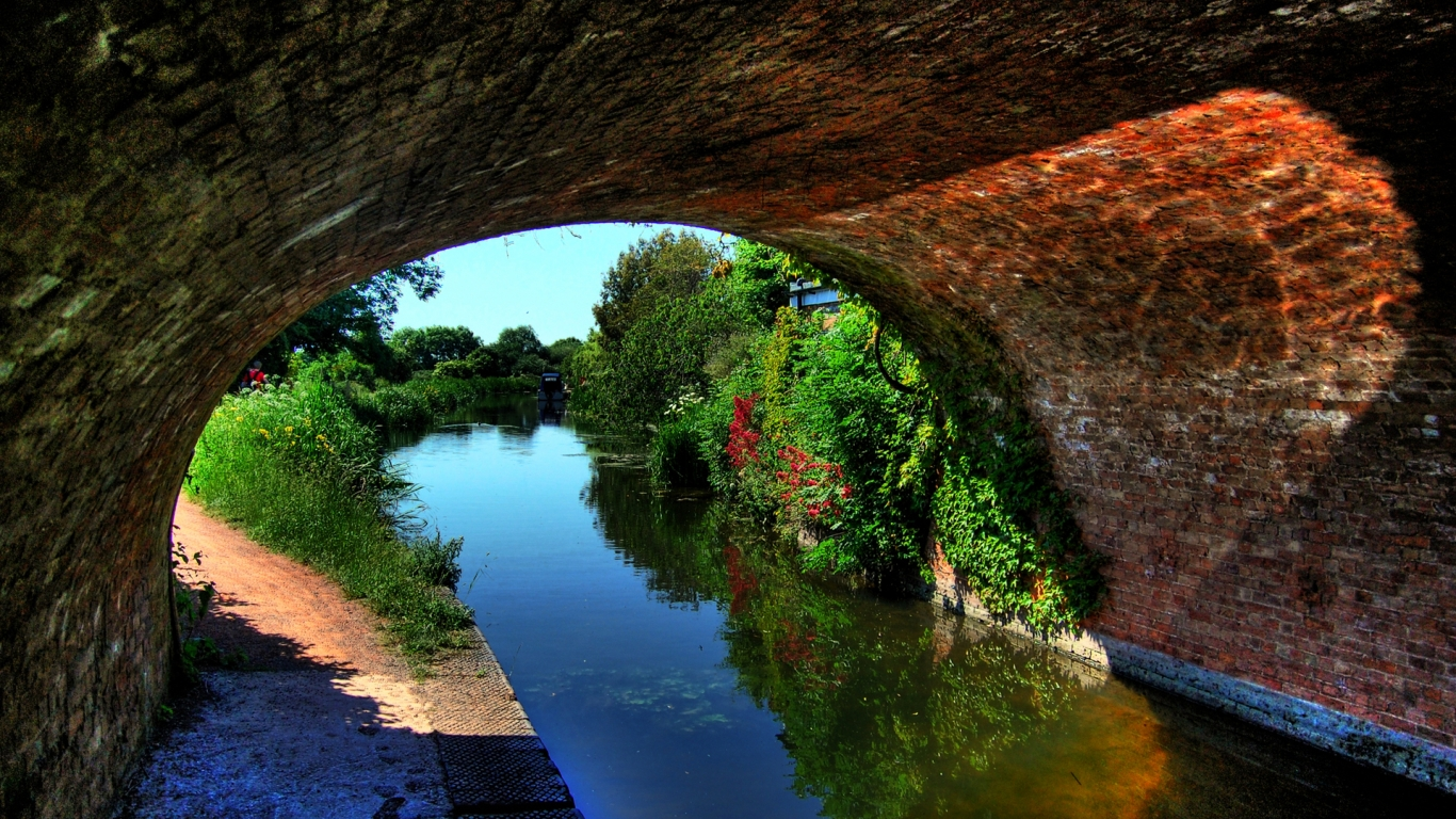 Canal Under An Arched Bridge for 1366 x 768 HDTV resolution