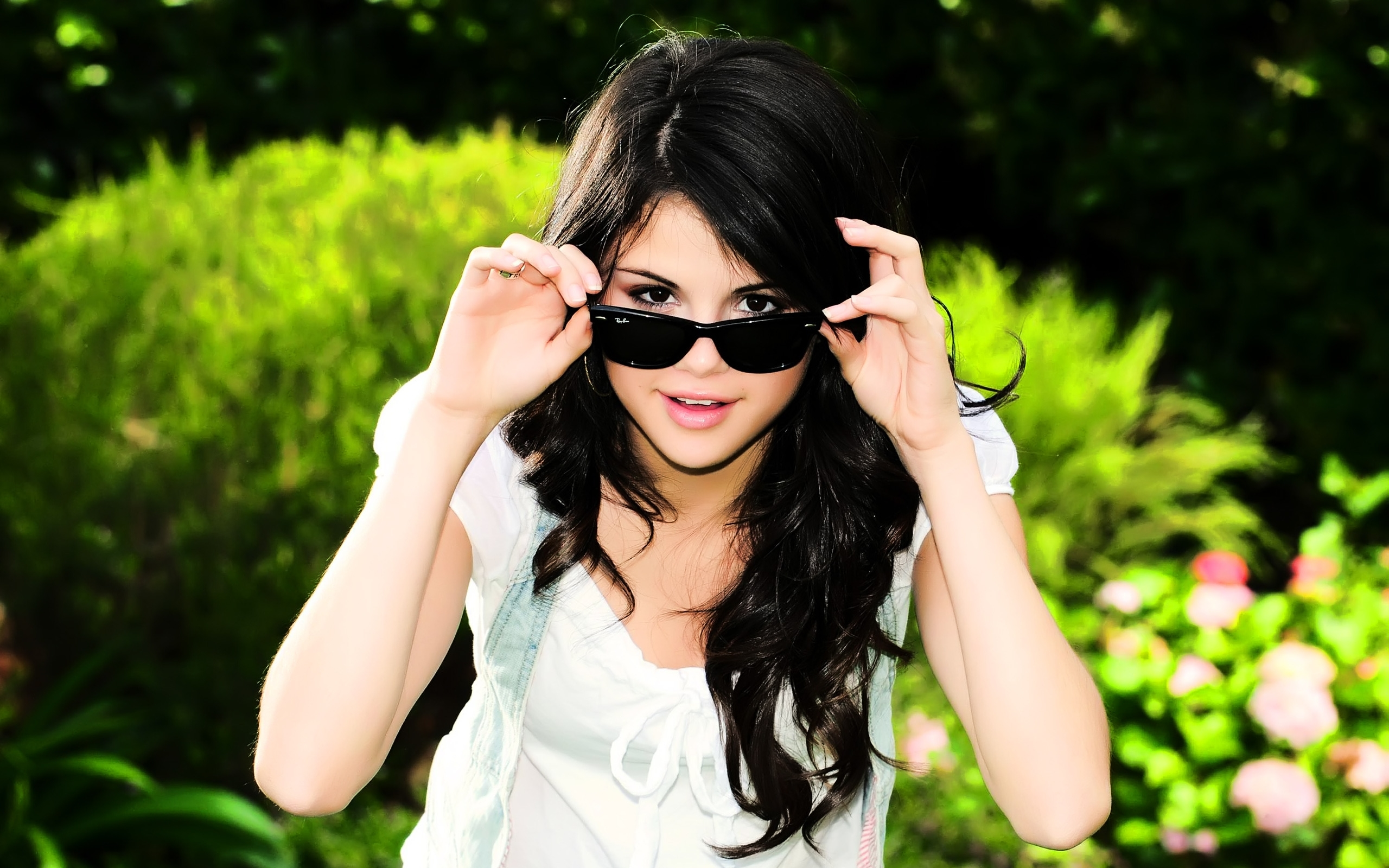 Cool Selena Gomez for 2560 x 1600 widescreen resolution
