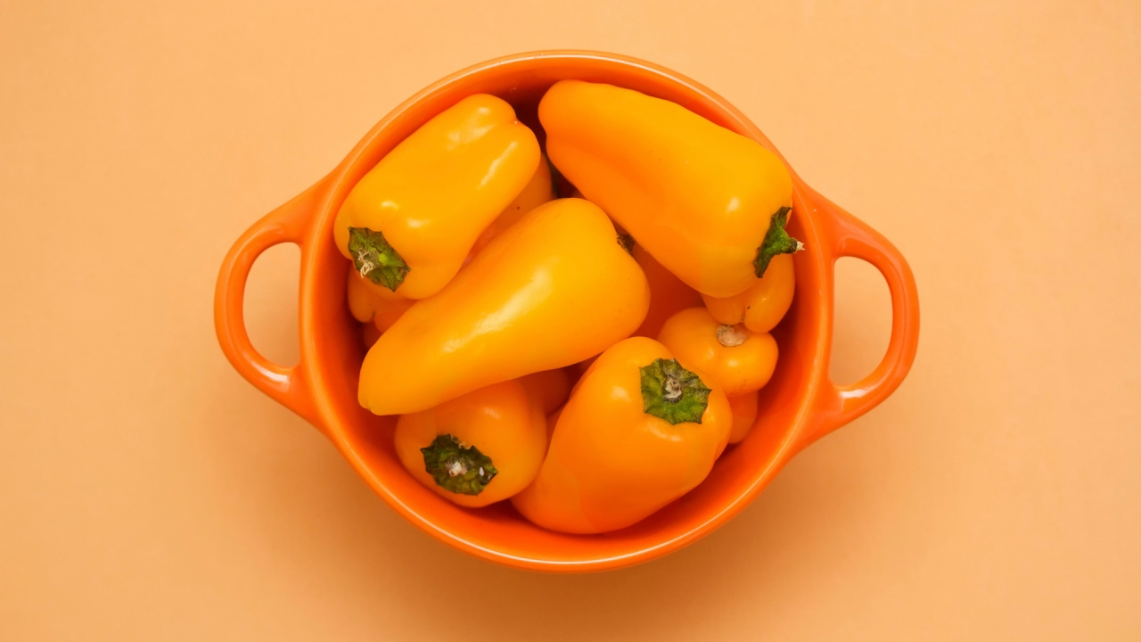 Cup of Yellow Peppers for 1280 x 720 HDTV 720p resolution