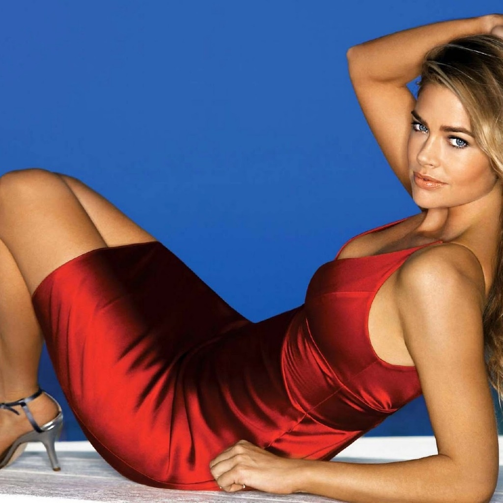 Denise Richards Red Dress for 1024 x 1024 iPad resolution