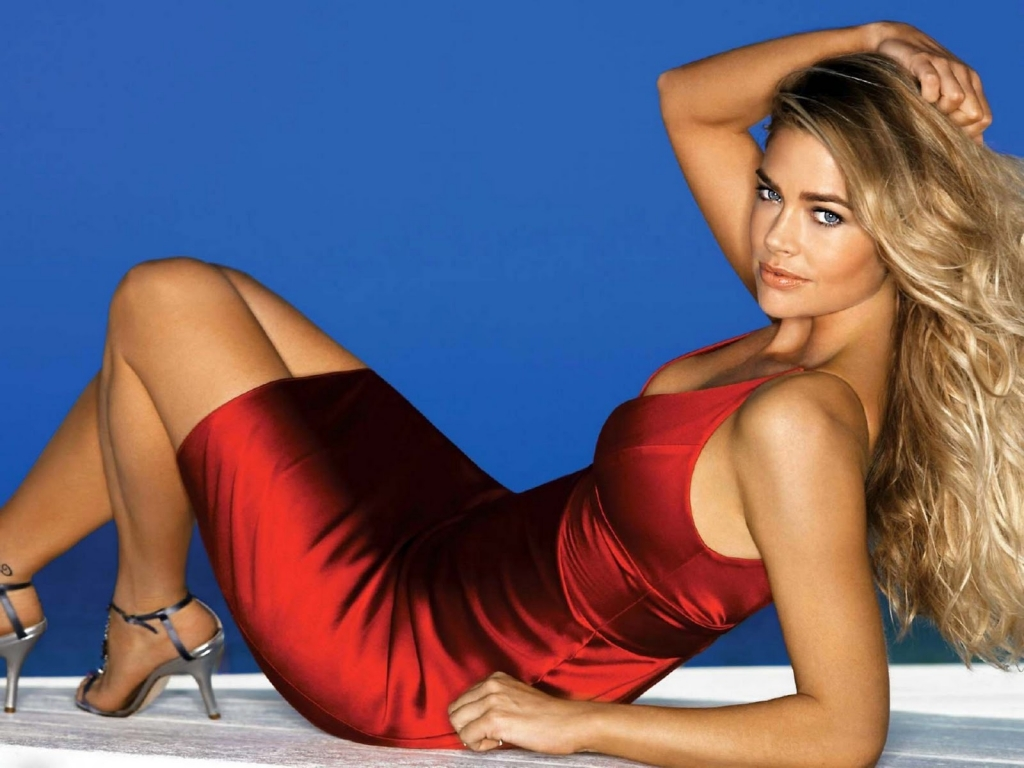 Denise Richards Red Dress for 1024 x 768 resolution