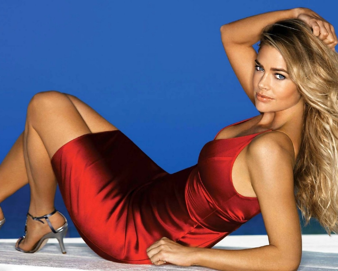 Denise Richards Red Dress for 1280 x 1024 resolution