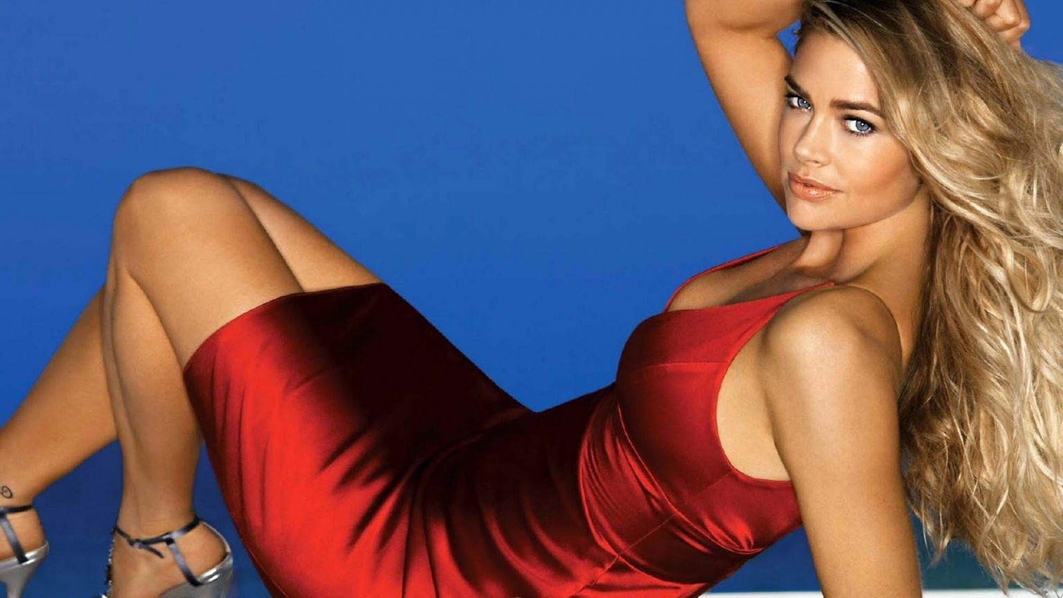 Denise Richards Red Dress for 1536 x 864 HDTV resolution