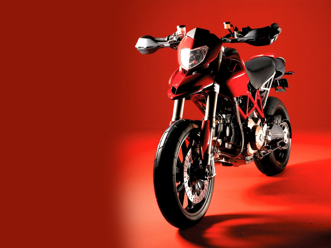 Ducati Hypermotard Red for 1152 x 864 resolution