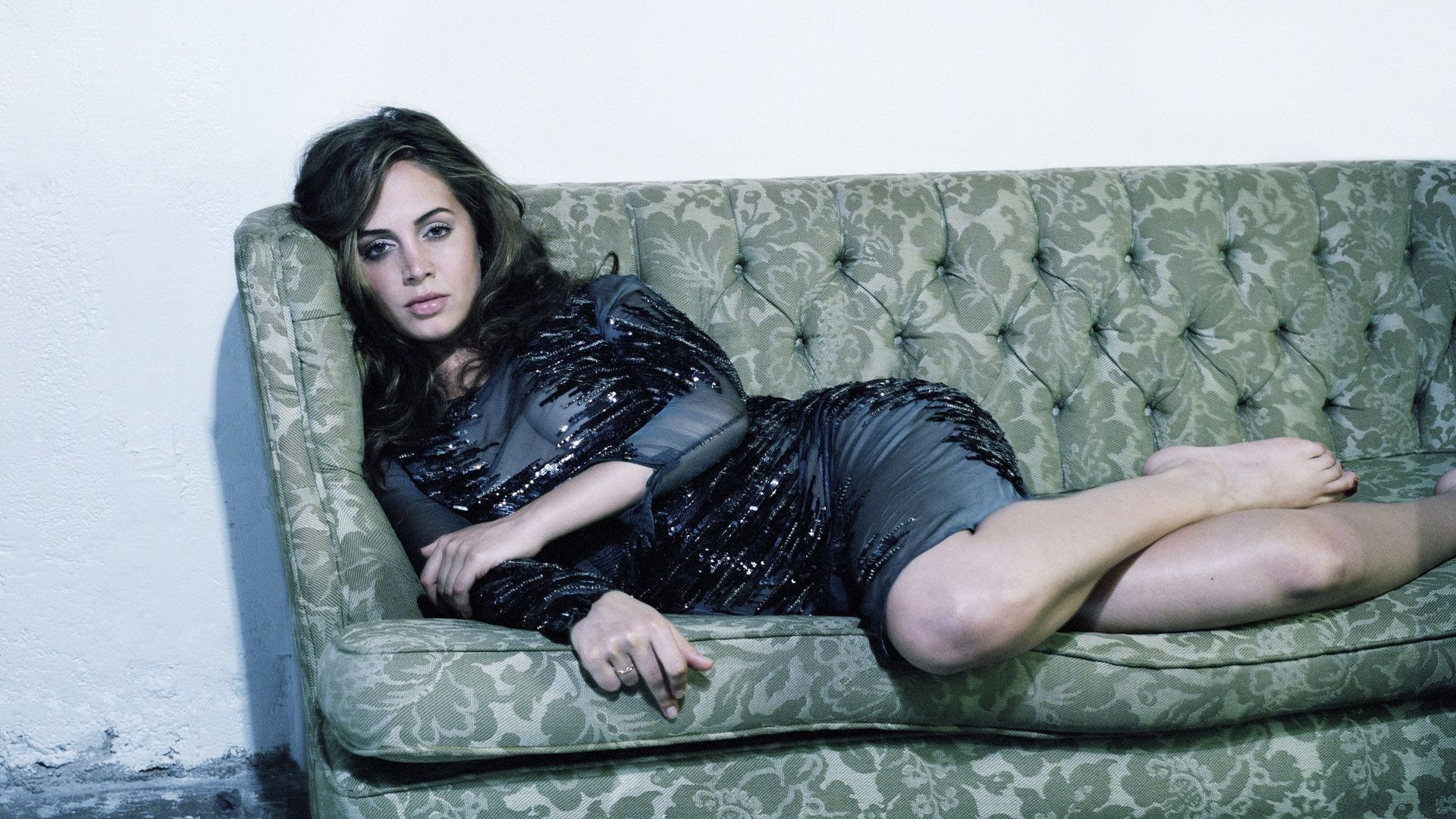 Eliza Dushku Sofa for 1920 x 1080 HDTV 1080p resolution