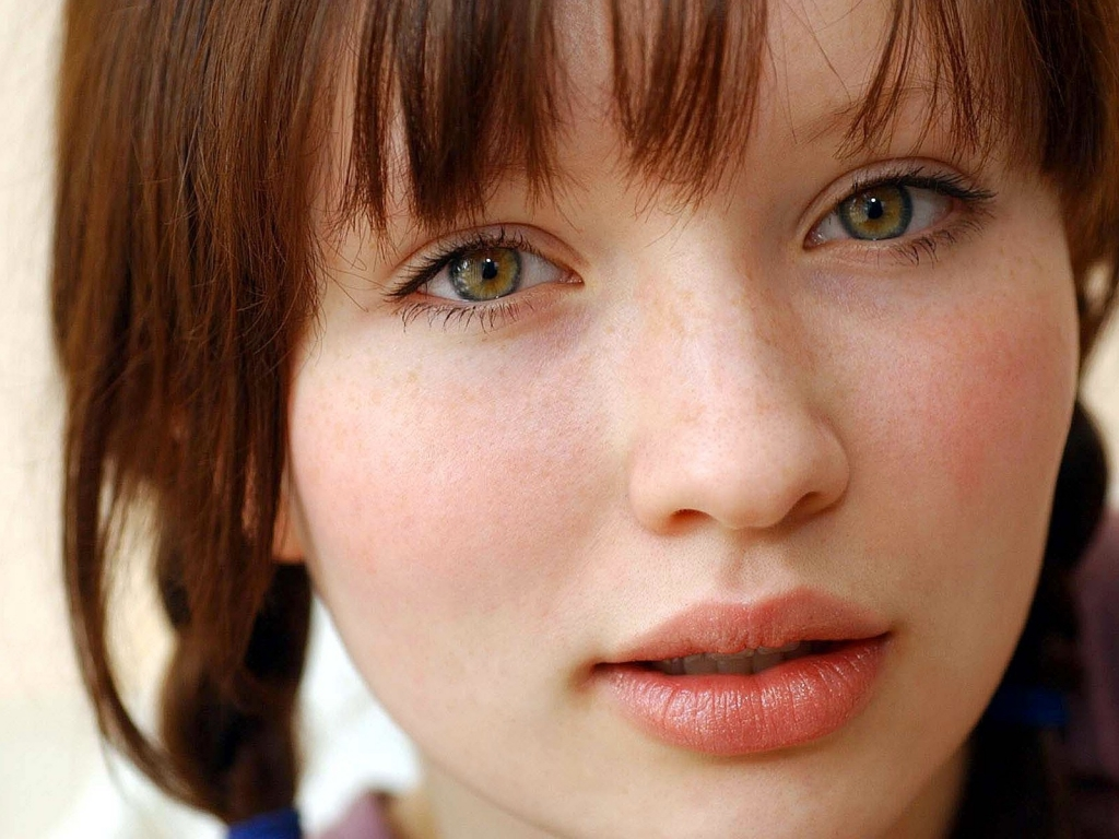 Emily Browning for 1024 x 768 resolution