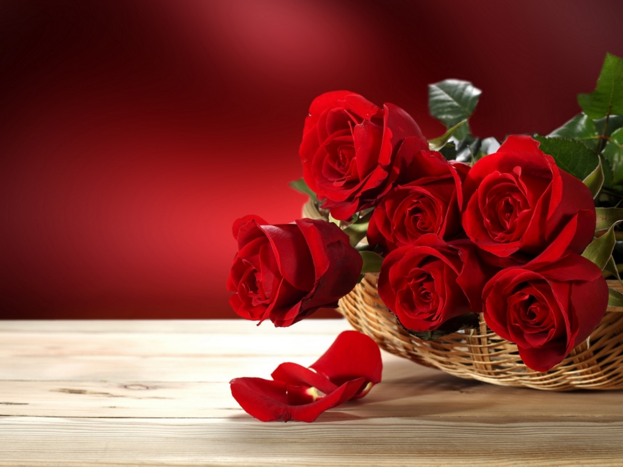 Fresh Red Roses for 1280 x 960 resolution