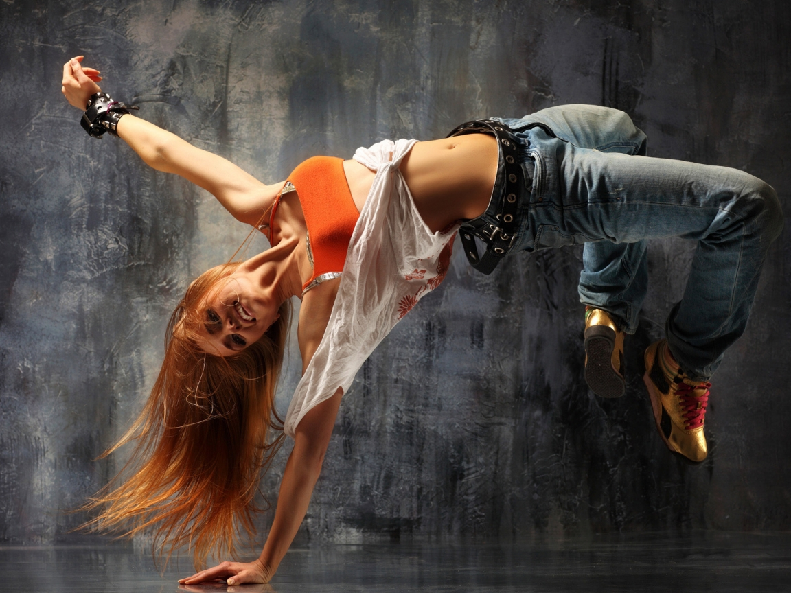 Girl Breakdancing for 1152 x 864 resolution
