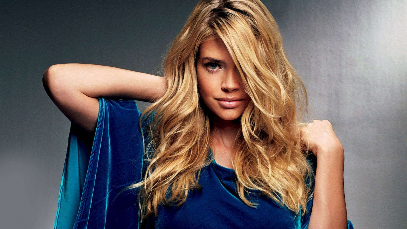 Gorgeous Denise Richards for 1600 x 900 HDTV resolution