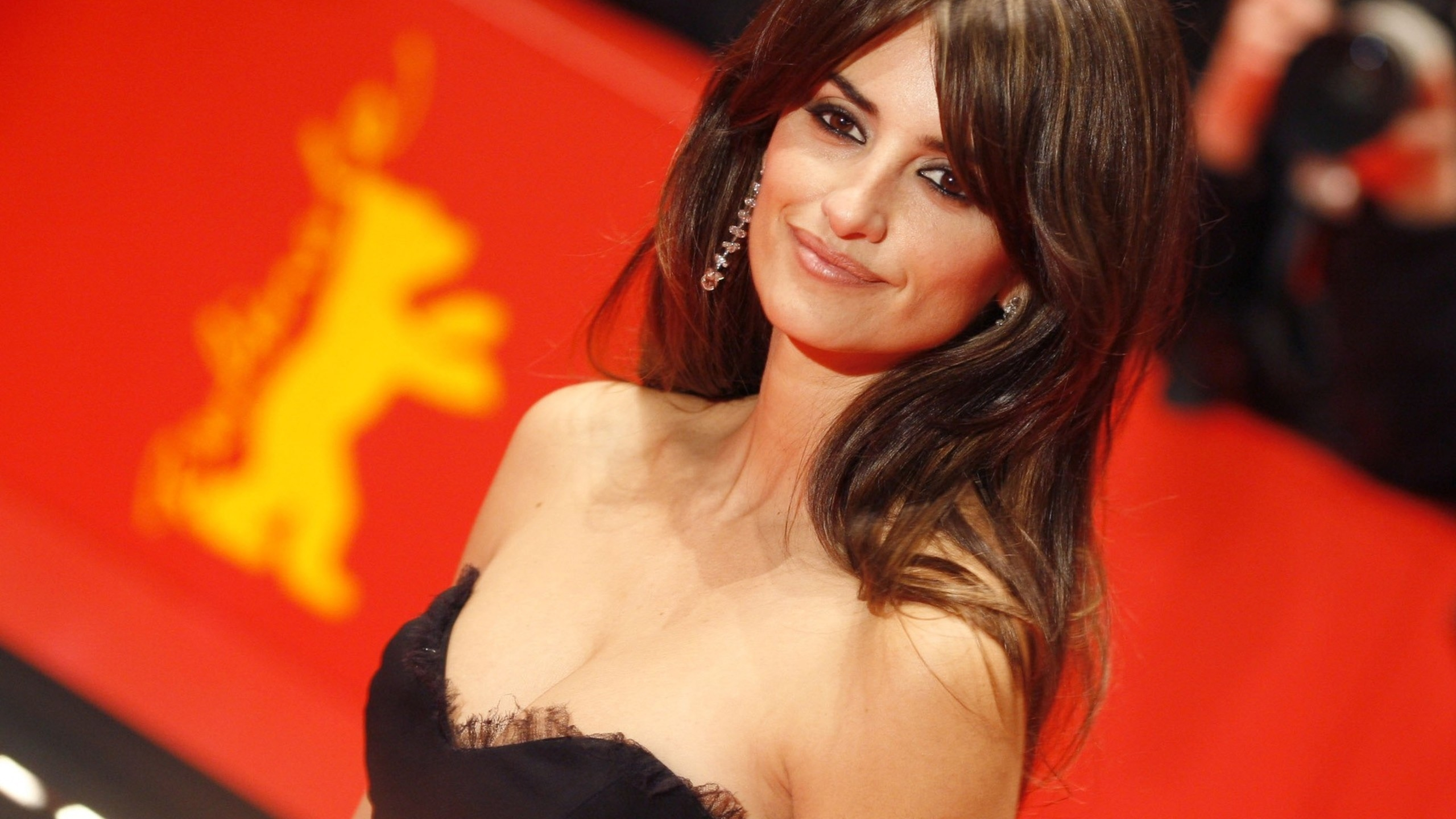 Gorgeous Penelope Cruz for 2560x1440 HDTV resolution