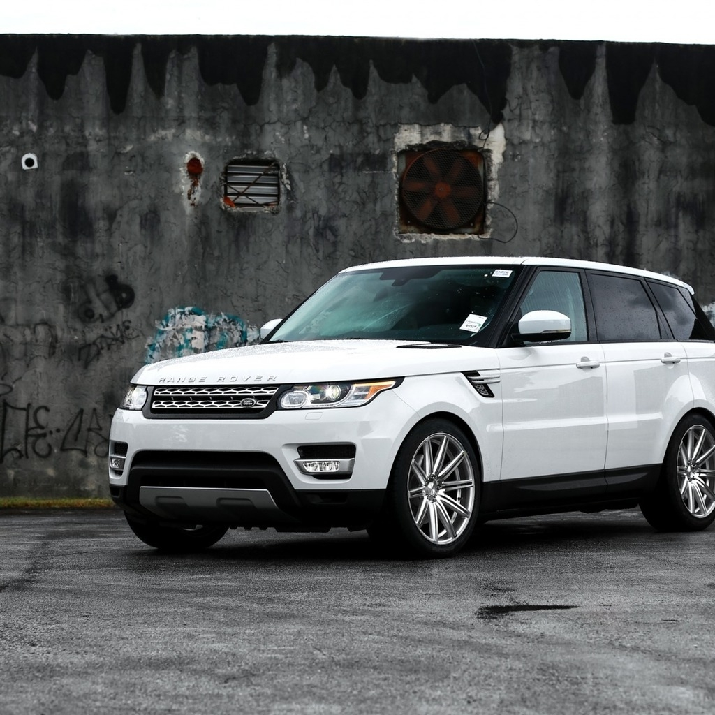 Gorgeous White Range Rover Sport for 1024 x 1024 iPad resolution