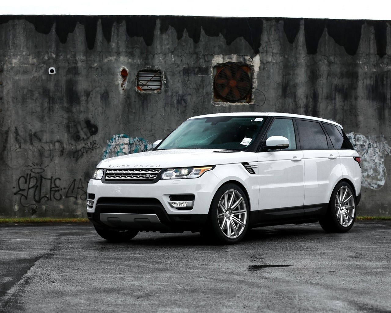 Gorgeous White Range Rover Sport for 1280 x 1024 resolution